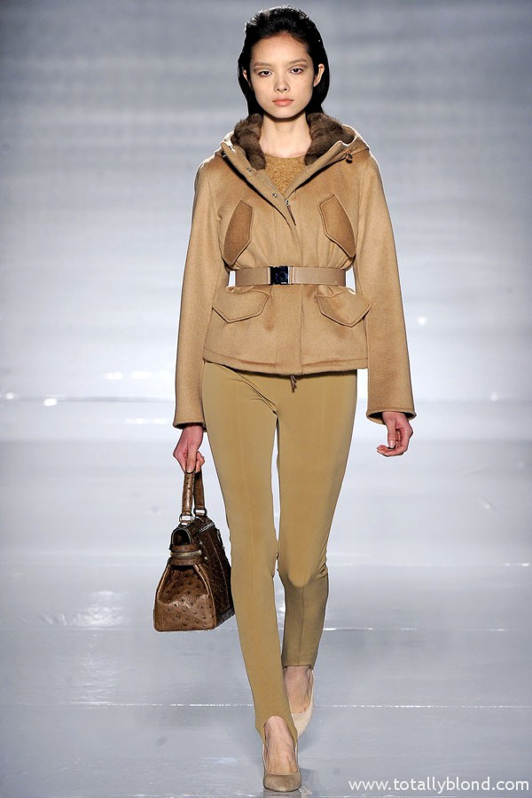 Короткие осенние женские куртки с капюшоном 2013