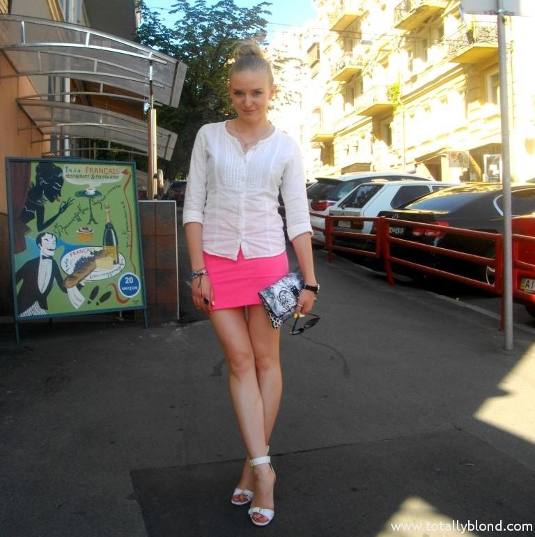 Смотреть задирание юбки