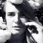 Летняя девочка: фотосессия в цветах