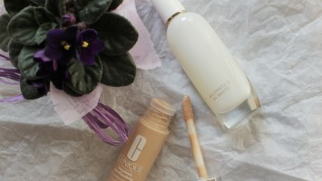 clinique beyound perfecting foundation + concealer clinique aromatics in white